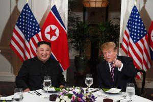 Ông Trump và Chủ tịch Kim bắt đầu bữa tối một cách thoải mái