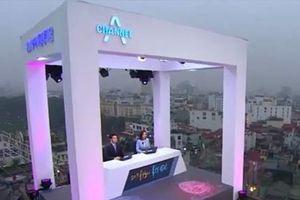 Đài Channel A làm tin từ sân thượng một tòa nhà ở Hà Nội