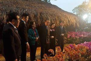 Đoàn đại biểu cấp cao Triều Tiên thăm mô hình trồng hoa lan tại Đan Phượng, Hà Nội