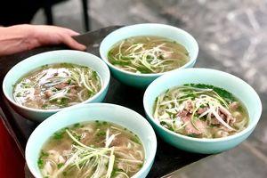 Phở, nem cua bể trong bữa trưa của phái đoàn Triều Tiên tại Hà Nội