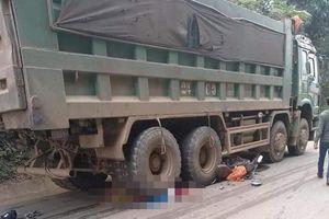 Người vợ mới cưới tử vong khi xe máy bị cuốn vào gầm ôtô tải