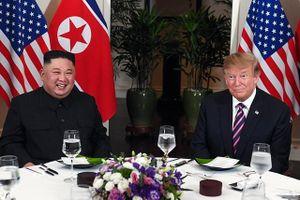 Tổng thống Hoa Kỳ Donald Trump và Chủ tịch Triều Tiên Kim Jong-un có bữa tối làm việc