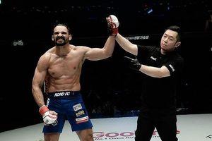 Đấu trường MMA: Bay lộn như phim kungfu Trung Quốc, võ sĩ Brazil thống trị Nhật – Hàn