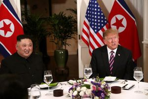 Ông Donald Trump viết gì trên Twitter sau bữa tối với Kim Jong-un?