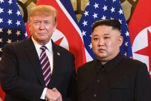 Ngôn ngữ cơ thể của hai nhà lãnh đạo Mỹ - Triều