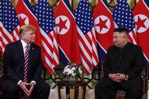 'Đọc vị' ngôn ngữ cơ thể của hai ông Kim, Trump trong lần gặp mặt tại Hà Nội