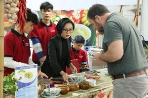 Ngỡ ngàng những món ăn Việt phục vụ phóng viên tại hội nghị Mỹ - Triều