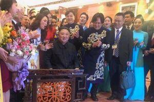 Chủ tịch Kim Jong-un chơi thử đàn bầu Việt Nam