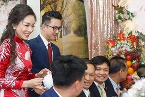 MC điển trai của 'Chuyển động 24h' bất ngờ tổ chức lễ ăn hỏi, nhan sắc vợ sắp cưới khiến người nhìn xuýt xoa