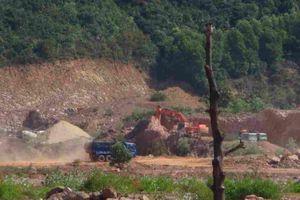 Bình Định: Đoàn xe ùn ùn kéo về núi Bà Hỏa khai thác, vận chuyển đất