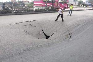 Xuất hiện 'hố tử thần' rộng hơn 50m2 trên quốc lộ nghìn tỷ ở Quảng Ninh