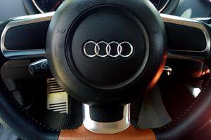 Audi TT 2010: mũi tên trắng đầy mê hoặc