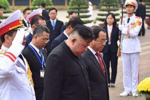 Chủ tịch Kim Jong Un viếng Lăng Bác, đài liệt sĩ