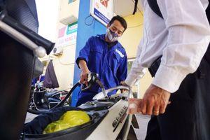 Giá xăng tăng hơn 900 đồng một lít từ 15h