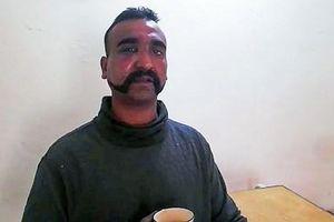 Ấn Độ cáo buộc Paskitan dàn dựng video bắt sống phi công, ép cung vì mục đích chính trị
