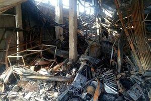 Cháy chợ lúc rạng sáng, hàng chục kiốt bị thiêu rụi