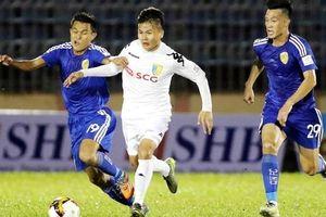 Trọng tài 'mờ mắt', Hà Nội FC bị Quảng Nam cưa điểm
