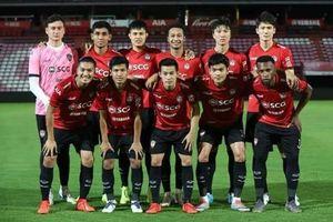 Văn Lâm chơi hay nhưng Muangthong United thua trận, đứng áp chót BXH