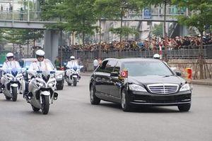Đoàn xe đưa Chủ tịch Triều Tiên Kim Jong-un rời Thủ đô Hà Nội