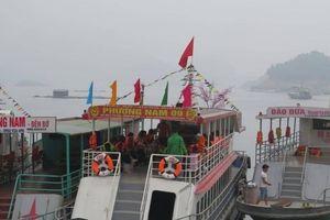 Tàu thuyền nhộn nhịp ở 'Hạ Long trên cạn' mùa lễ hội