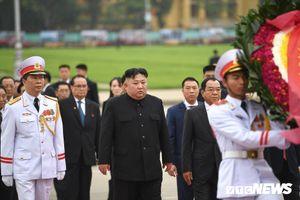 Chủ tịch Triều Tiên Kim Jong-un viếng lăng Chủ tịch Hồ Chí Minh