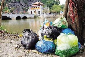 Sau Tết, danh thắng Tràng An 'ngập tràn' rác thải