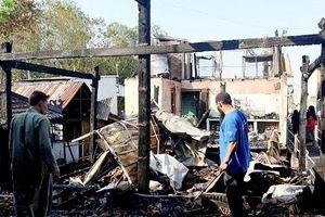Cháy chín căn nhà ở xóm Chăm La Ma – An Giang