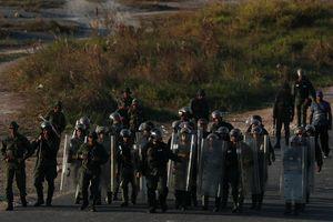 Phe đối lập Venezuela lôi kéo binh lính