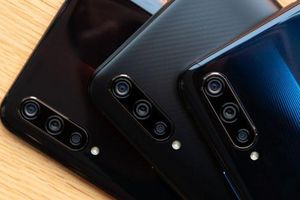 Smartphone chip S855, RAM 12 GB, 3 camera sau, giá sốc