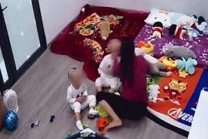 Hà Nội: Xôn xao clip giúp việc bạo hành cháu bé 2 tuổi