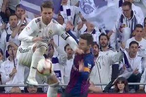 Sergio Ramos lại 'lên cơn', tát Lionel Messi trong trận Siêu Kinh điển