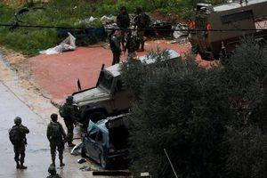 Ba người Palestine đâm xe vào nhóm binh sĩ Israel