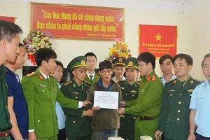 Bắt 60.000 viên ma túy tổng hợp băng rừng từ Lào vào Việt Nam