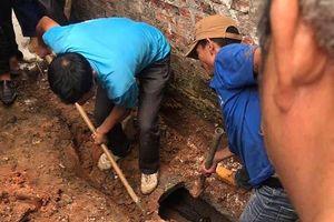 Nam thanh niên nghi ngáo đá chui vào ống cống gần 1 ngày