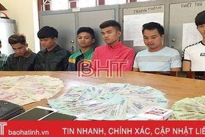 Hà Tĩnh: Phá ổ 'liêng' giữa làng, bắt 7 con bạc, tiếp tục truy tìm 2 đối tượng