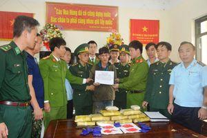 Hà Tĩnh: Bắt quả tang đối tượng người Lào khi đang băng rừng vận chuyển 60.000 viên ma túy vào Việt Nam