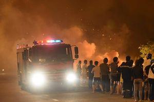 'Bà hỏa' ghé thăm khiến nhiều hộ dân phải di dời khẩn cấp