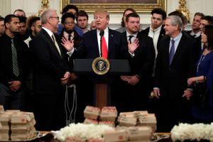 Chính phủ không đóng cửa, TT Trump vẫn đãi đồ ăn nhanh ở Nhà Trắng