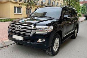 Toyota Land Cruiser dùng 3 năm giá hơn 3 tỷ ở Hà Nội