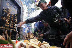 Độc đáo lễ tảo mộ của người Hà Nhì