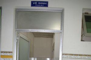 Sản phụ bị 'tấn công' trong nhà vệ sinh