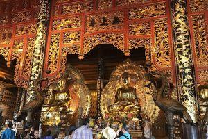 Đại gia Xuân Trường bán vé dân đi lễ Phật, sao lại đóng dấu Giáo hội Phật giáo?