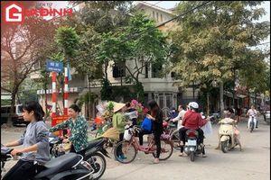 Hà Nội: Chợ tạm, chợ cóc lấn chiếm vỉa hè, rác thải tràn lan hôi thối tại phường Xuân Đỉnh