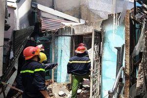 Cụ già khóc ngất khi 2 căn nhà chìm trong biển lửa giữa trưa nắng ở Sài Gòn