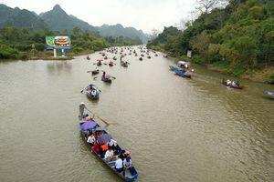 Hơn 80 vạn du khách trẩy hội chùa Hương trong tháng Giêng