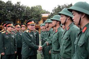 Thượng tướng Phạm Ngọc Minh kiểm tra công tác huấn luyện chiến sĩ mới