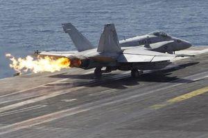 Tiêm kích F/A-18 của Mỹ lại đâm nhau giữa trời