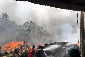 Thanh Hóa: Cháy lớn tại xưởng bao bì, nhiều hàng hóa, máy móc bị thiêu rụi