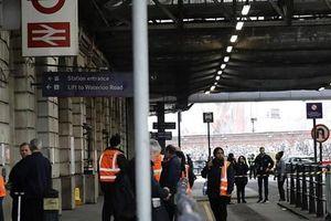 Sân bay và nhà ga tại thủ đô London của Anh nhận bom thư