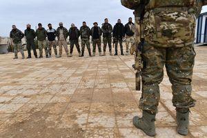 Cận cảnh lính đánh thuê Nga huấn luyện quân tình nguyện Palestine